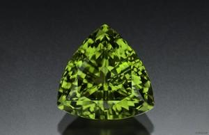 Фото с минералом хризолит
