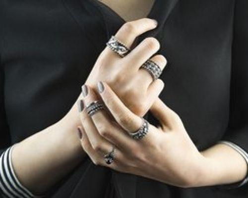 Значение расположения колец на пальцах у женщин