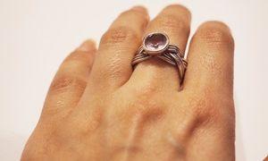 Значение ношения кольца на среднем пальце